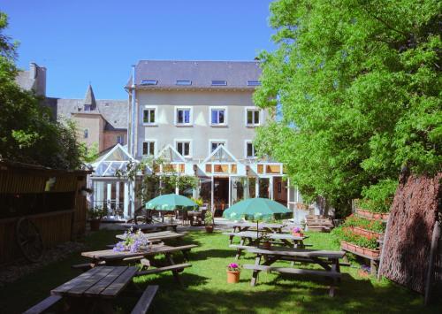 Hotel L'Aubrac : Hotel near Deux-Verges