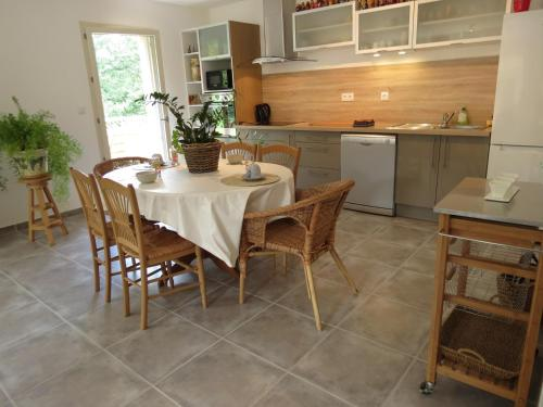 La Rousse : Guest accommodation near Roussillon