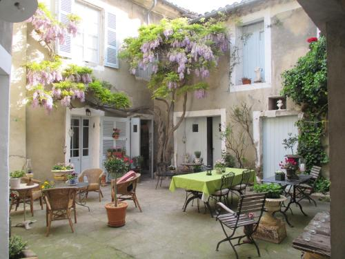 La Maison Bourgeoise : Bed and Breakfast near Châteauneuf-de-Gadagne
