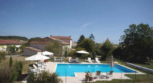 Bruet Gites : Guest accommodation near Saint-Quentin-de-Chalais
