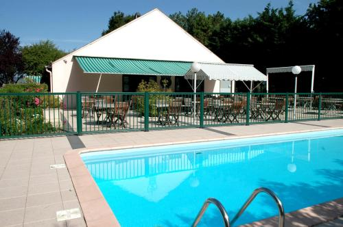 Campanile Beaune : Hotel near Corgengoux