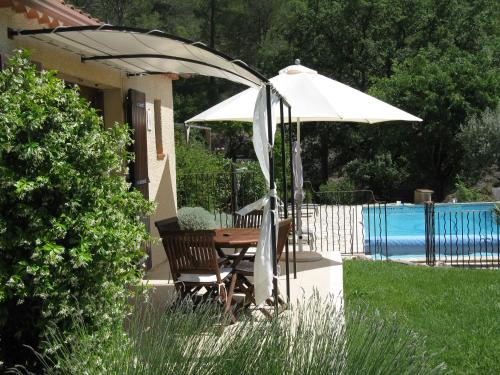 Les Restanques aux Oliviers : Guest accommodation near Villelaure