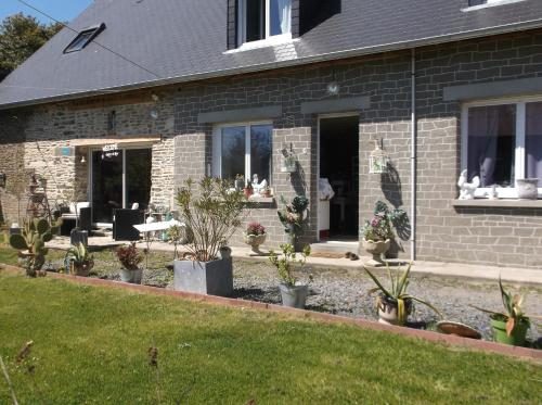 Chez Martine : Bed and Breakfast near Saint-Aubin-de-Terregatte