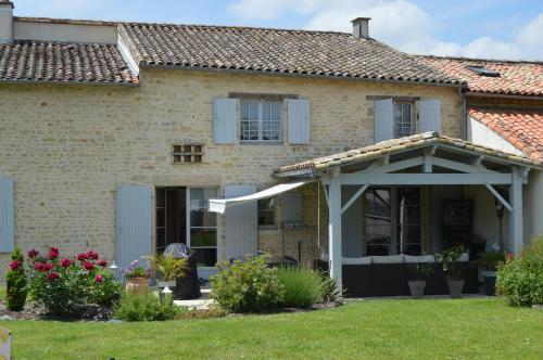 Les Chenets : Bed and Breakfast near Sainte-Eanne