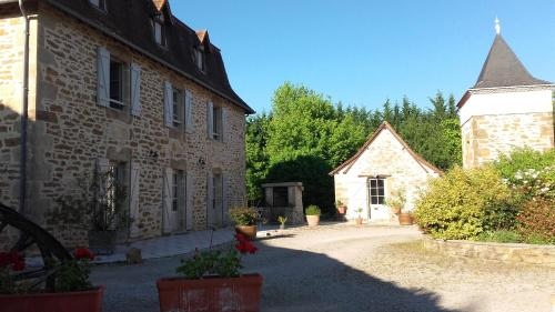 Domaine de l'Asenon : Guest accommodation near Carayac