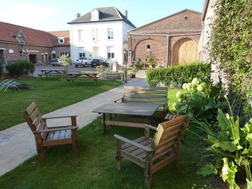 Ferme de Montecouvez : Bed and Breakfast near Esnes