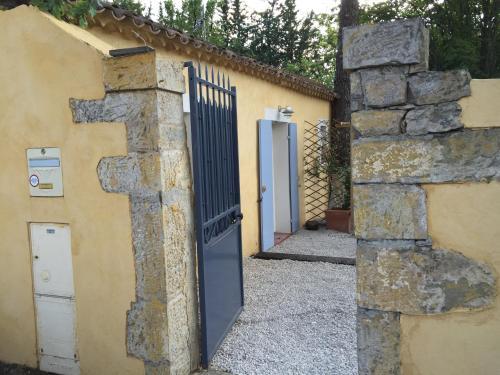 Charmant Studio Brignoles : Guest accommodation near La Roquebrussanne