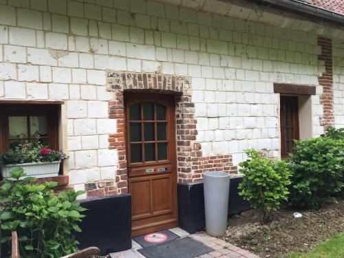 gîte la ferme des chartroux : Guest accommodation near Frencq