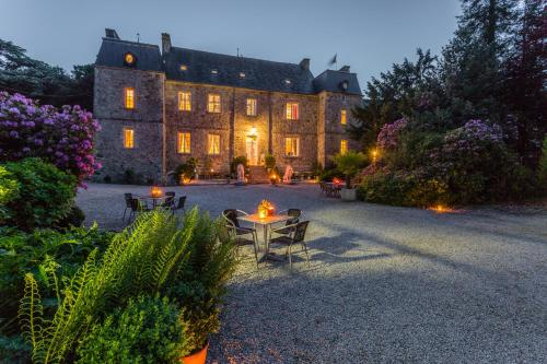 Chateau Le Val : Guest accommodation near Bricquebosq