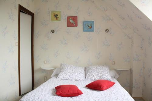Auberge de la Chesnaie : Bed and Breakfast near Miniac-Morvan