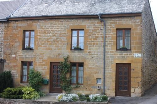 gite de la ruelle des messes : Guest accommodation near Blombay