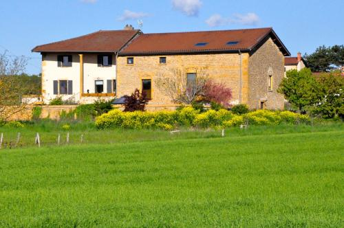 Le Clos du Cher en Beaujolais : Bed and Breakfast near Frontenas