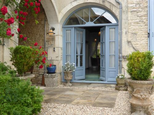 Le Petit Souhait & Le Verger : Guest accommodation near Bazauges