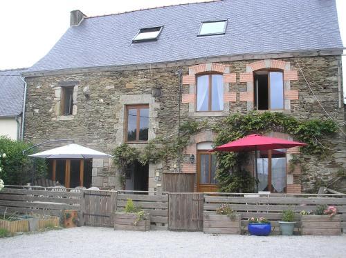Maison De Vacances A Brambuan : Bed and Breakfast near Tréhorenteuc