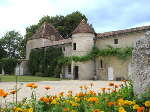 Château de la Tour du Breuil : Bed and Breakfast near Combiers