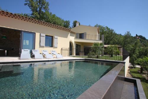 Villa de PRESTIGE ,VUE MER : Guest accommodation near Saint-Vallier-de-Thiey
