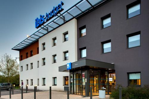 ibis budget Montceau les Mines : Hotel near Charmoy