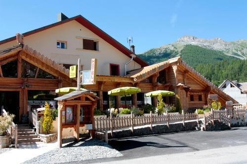 Hotel l'Ecureuil : Hotel near Villeneuve-d'Entraunes
