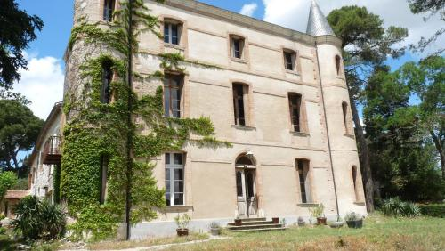 Chateau la Bouriette : Guest accommodation near Pezens
