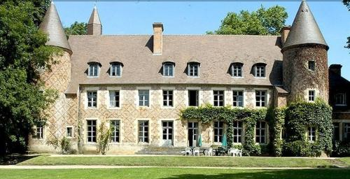 Château de Paray le Frésil : Bed and Breakfast near Chapeau