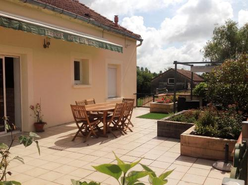 ferme de laprade : Guest accommodation near Sainte-Alauzie