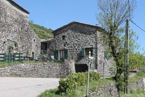 Champrevert : Guest accommodation near Issamoulenc