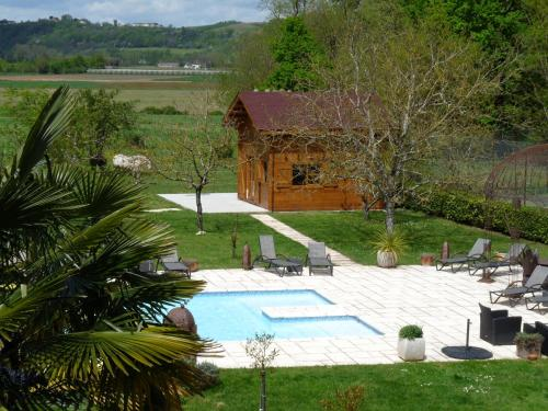 Les Chalets du Manoir : Guest accommodation near Montastruc