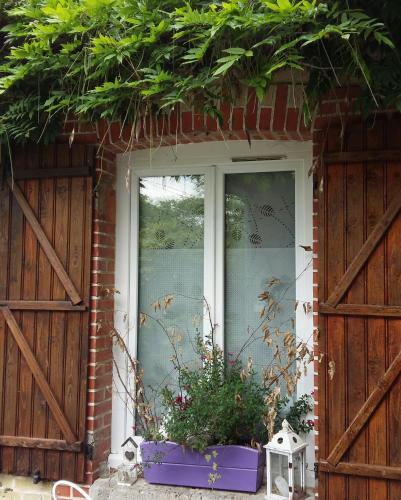 La Glycine : Bed and Breakfast near Valmy