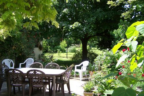 L'auberge de Chaussin : Bed and Breakfast near Saint-Aubin