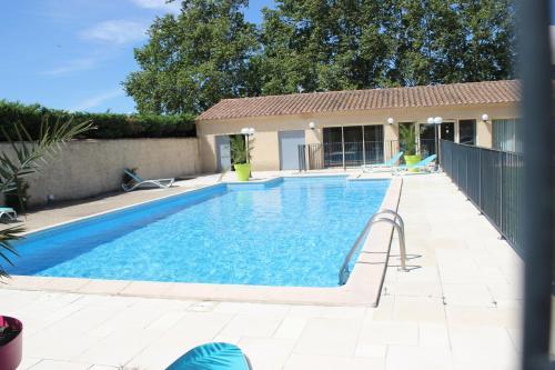 Acotel Confort : Hotel near Vedène
