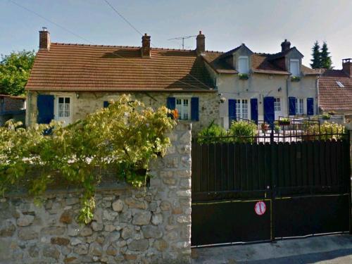 Chez Madame Titus : Guest accommodation near Puiseux-en-Retz