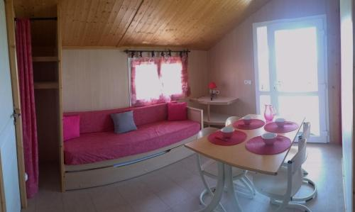 Les Chalets du Piou : Guest accommodation near Balbigny