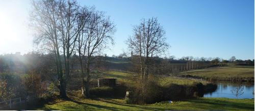 Domaine en castanet : Bed and Breakfast near Montesquieu-Lauragais