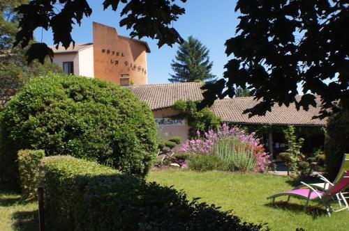 Hotel The Originals Annonay Est La Siesta : Hotel near Champagne