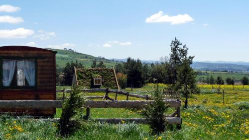 Camping nature Au-delà des nuages : Guest accommodation near Chambon-le-Château