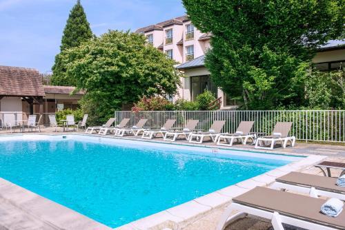Hôtel Vacances Bleues Les Jardins de Deauville : Hotel near Saint-Martin-aux-Chartrains