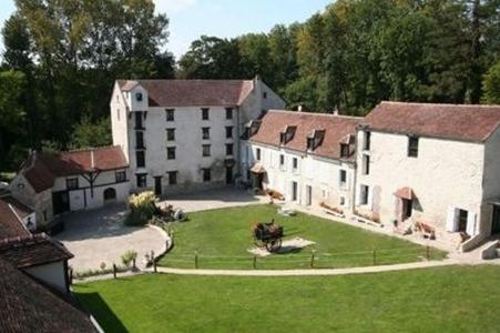 Moulin de Moulignon : Bed and Breakfast near Le Plessis-aux-Bois