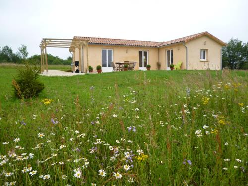 Les Bayles : Guest accommodation near Marcillac-Saint-Quentin