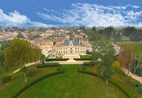 Château de Lussac : Bed and Breakfast near Le Fieu