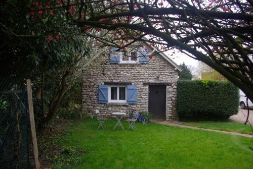 Les Volets Bleus : Guest accommodation near Mondreville