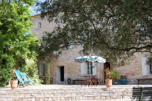 Le Mas des grands Chênes : Guest accommodation near Arpaillargues-et-Aureillac