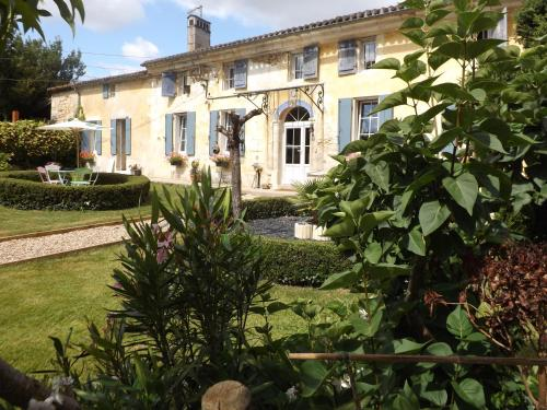 La Girondine : Bed and Breakfast near Saint-Mariens