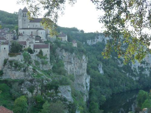 Charme et jardin cœur St Cirq : Guest accommodation near Bouziès