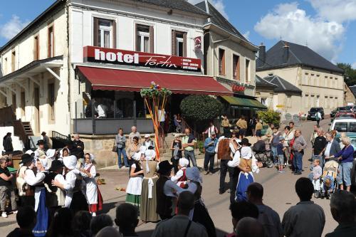 Hotel Fortin : Hotel near Saint-Péreuse