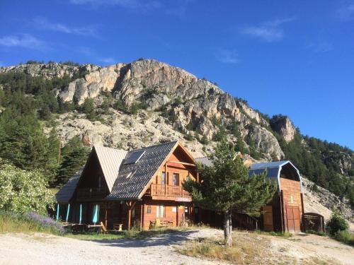 Le Pas du Loup : Guest accommodation near L'Argentière-la-Bessée