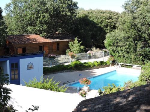 Gîtes de Plos : Guest accommodation near Peyrolles