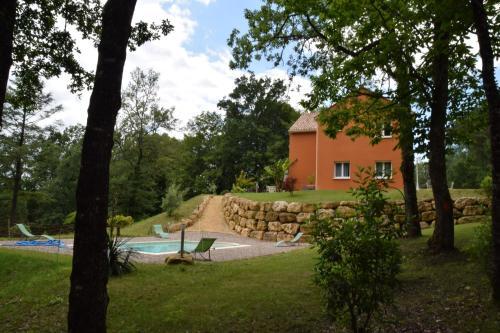 La Colline des Endrevies : Bed and Breakfast near Saint-André-d'Allas