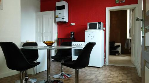 Appartements Meublés Et Équipés : Apartment near Rochemaure