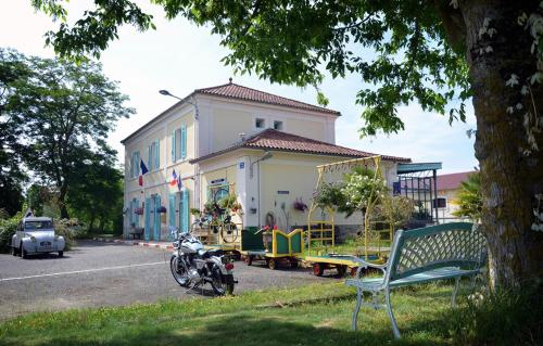 Avenue de la Gare : Bed and Breakfast near Aubous