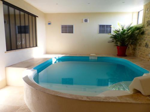 La fontaine de rocoule : Guest accommodation near Aleyrac